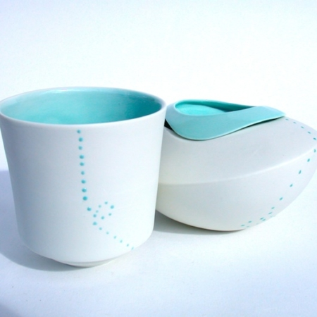 mug ricochet et plat modulable, design Elsa Dinerstein, métier d'art contemporain, art de la table, fait-main, made in France, création originale, sensation, touché, art de la table raffiné, élégance