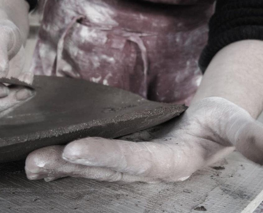 gres noir façonnage fait main, elsa dinerstein, métier d'art, artisanat d'art, savoir faire, creation originale,