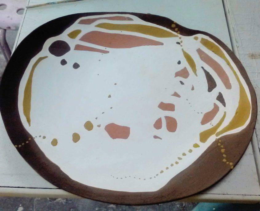 gres singulier, plat, creation elsa dinerstein, art appliqués, métier d'art, ceramique d'art, fait-main, ocres, pictural