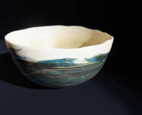 Pièces uniques, objet singulier Design Atelier Elsa Dinerstein, porcelaine tournée, fait main, parois fines, cobalt, oxydes, décors au pinceau, métiers d'art