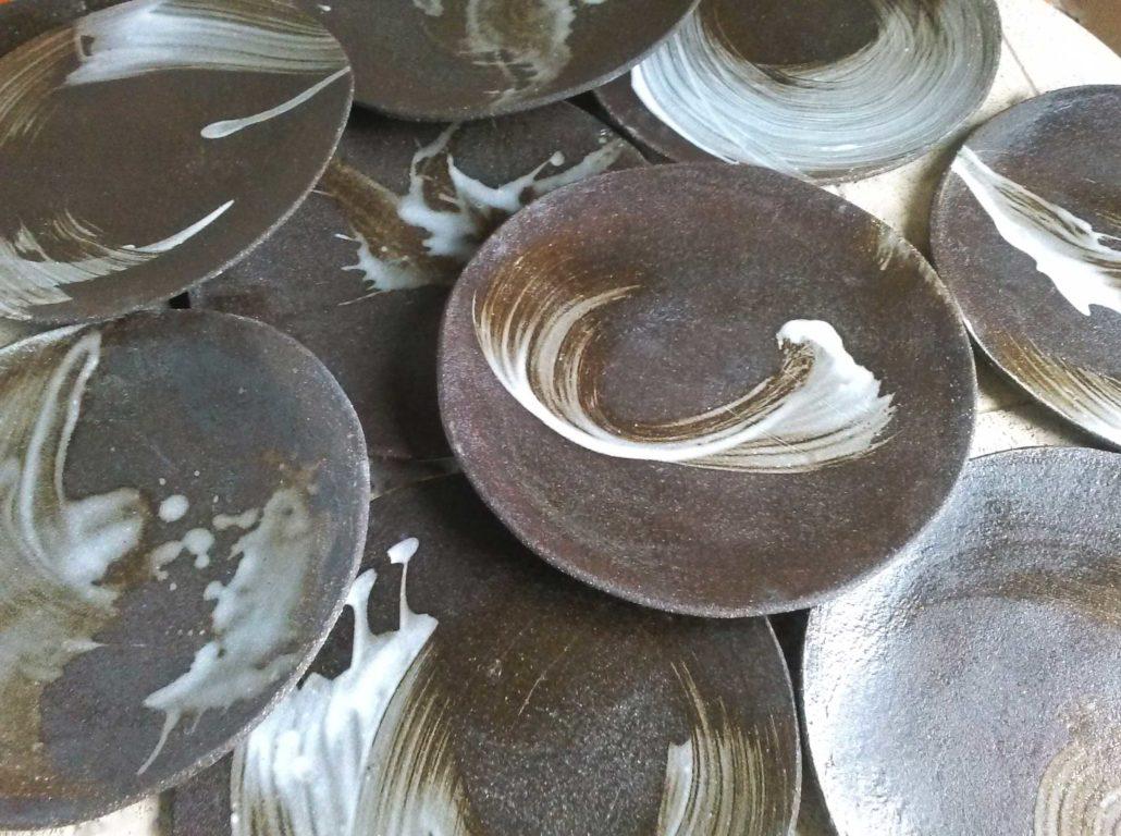 Grès noir et décors porcelaine design céramique