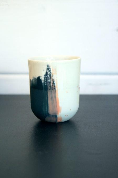 tasse en porcelaine pop up, tasse expresso en porcelaine, design ceramique elsa dinerstein, metiers d'art contemporain, objet original, Bordeaux, bassin d'arcachon, métiers d'art, makers, art de la table haut de gamme
